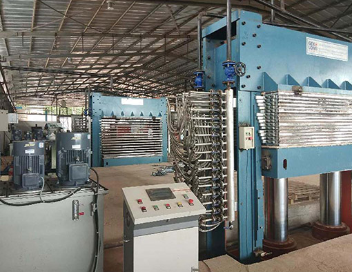 В Кот-д'Ивуаре создан завод по производству фанерных машин